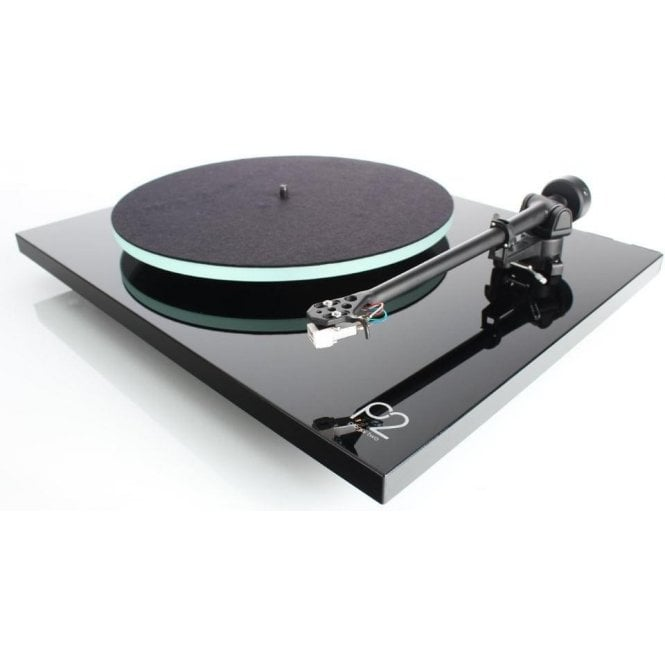 Rega Planar 2 2016 Turntable Package